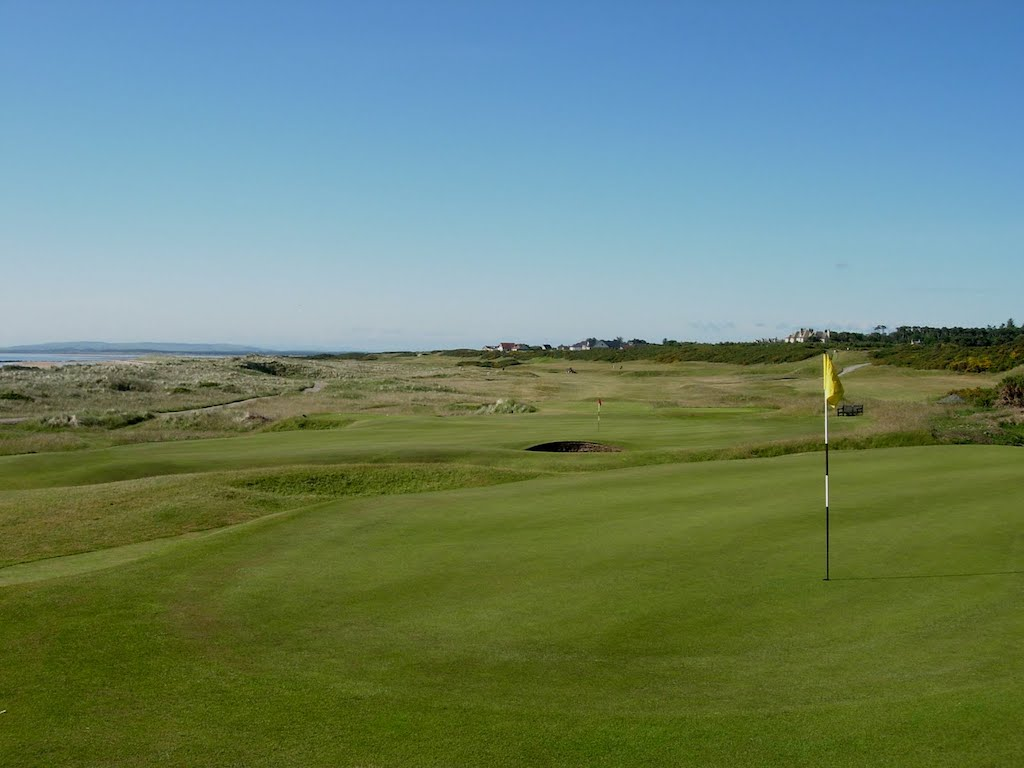 royal-dornoch-back-6th-green-11th-green